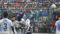 Duel Arema FC versus Persib Bandung pada leg kedua 16 besar Piala Indonesia 2018 di Stadion Kanjuruhan, Malang, Jumat (22/2/2019). (Bola.com/Iwan Setiawan)