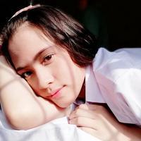 Wanita kelahiran Bandung, 21 Juni 2003 merupakan cucu dari salah satu personel grup musik lawas kenamaan Tanah Air, Acil Bimbo. Tidak hanya berhenti disitu, Zara juga sukses membintangi film Dua Garis Biru yang sudah ditonton oleh jutaan penonton. (Liputan6.com/IG/jkt48.zara)