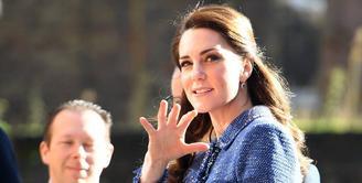 Kebahagiaan tengah menyelimuti keluarga kerajaan Inggris. Pasalnya pasangan Kate Middleton dan Pangeran William akan segera dikaruniai anak ke-3.  (AFP/Bintang.com)