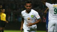 Irfan Jaya, pemain Persebaya. (Bola.com/Aditya Wany)