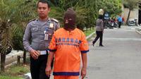 Ngadianto, sopir minibus yang terlibat kecelakaan maut di Dusun Kuren, Desa Dadi, Plaosan, ditetapkan sebagai tersangka.  (Andi Chorniawan/Radar Magetan)