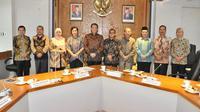 Bamsoet usai menerima komisioner Komisi Yudisial, di Ruang Kerja Ketua MPR RI, Senin (25/11).