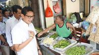 Wakil Gubernur DKI Jakarta, Saniaga Uno kunjungi Pasar Gede Solo untuk sosialisasikan calon Gubernur Jawa Tengah, Sudirman Said - Ida Fazia.(Liputan6.com/Fajar Abrori)