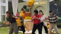 Kak Seto tampak sehat dan energik merayakan ulang tahunnya yang ke-70 dengan berjoget bersama keluarganya (dok.instagram/@kaksetosahabatanak/https://www.instagram.com/p/CTMbNANgMIU/Komarudin)
