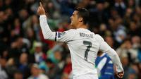 Striker Real Madrid, Cristiano Ronaldo, merayakan gol ke gawang VfL Wolfsburg pada leg kedua perempat final Liga Champions, di Santiago Bernabeu, Selasa (12/4/2016). (Reuters/Sergio Perez)