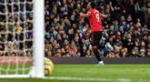 Pemain Manchester United Anthony Martial melakukan selebrasi usai mencetak gol ke gawang Manchester City pada pertandingan Liga Inggris di Etihad Stadium, Manchester, Inggris, Sabtu (7/12/2019). Manchester United menang 2-1. (AP Photo/Rui Vieira)