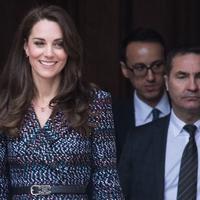 Berikut penampilan Kate Middleton yang stylish dalam balutan busana dari rumah mode Chanel saat berkunjung ke Paris, Prancis.