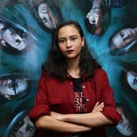 Lutesha, aktris muda yang ikut bermain dalam film garapan sutradara Timo Tjahjanto berjudul Sebelum Iblis Menjemput Ayat 2. Memerankan karakter Kristi, ia sempat tidak tertarik untuk bermain di film horor. (Daniel Kampua/Fimela.com)