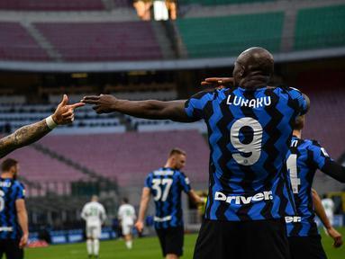 Keberhasilan Inter Milan memastikan gelar scudetto Liga Italia 2020/2021 di pekan ke-34 tidak terlepas dari suburnya para striker, gelandang bahkan bek untuk mencetak gol. Berikut 4 pencetak gol terbanyak Inter Milan di Liga Italia musim ini. (AFP/Isabella Bonotto)