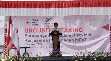 Ketua Umum PMI Jusuf Kalla melakukan peletakan batu pertama pembangunan gudang PMI di Jalan Puring Nomor 11, Kota Mataram, Selasa, (23/3/2021).