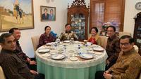 Ketua Umum PDIP Megawati Soekarnoputri menerima kedatangan Ketua Umum Gerindra Prabowo Subianto di rumahnya, Rabu (24/7/2019). (foto: Dokumentasi PDIP)