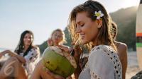 Inilah beberapa manfaat yang akan terjadi pada tubuh ketika Anda meminum air kelapa selama 2 minggu. (Foto: iStockphoto)