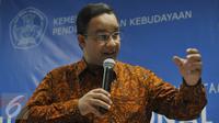 Mendikbud Anies Baswedan menjelaskan sebanyak 7,6 Juta peserta UN terbagi dari SMP & SMA, Sederajat se-Indonesia melakukan UN serentak pada Senin 4 April Mendatang, Jakarta, Jumat (1/4/2016). (Liputan6.com/Johan Tallo)