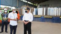 Menko PMK Muhadjir Effendy mengunjungi PT Samator Gas Industri yang berlokasi di Jl. A. Yani KM 23, Banjarmasin untuk mengecek pasokan oksigen medis pada Rabu, 4 Agustus 2021. (Dok Kemenko PMK)