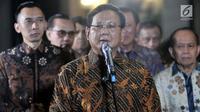 Ketum Partai Gerindra Prabowo Subianto memberi keterangan seusai pertemuan di Mega Kuningan, Jakarta, Selasa (24/7). Pertemuan ini tindak lanjut dari komunikasi politik yang dibangun Demokrat dan Gerindra jelang Pilpres 2019 (Merdeka.com/Iqbal S. Nugroho)