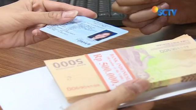 Meski Lebaran masih lama, Bank Indonesia sudah menggelar penukaran uang pecahan di kawasan silang Monas. Penukaran uang ini masih akan berlangsung sampai tanggal 25 Mei mendatang.