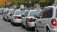 Supir taksi di Boston, Amerika Serikat dipuji karena mengembalikan $ 187.000, atau sekitar 2 milyar rupiah, milik penumpang yang tertinggal.