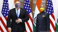Menlu AS Mike Pompeo (kiri) dan Menlu India Subrahmanyam Jaishankar (kanan).(AP/ Adnan Abidi)