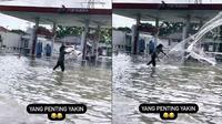Viral Video Orang Jala Ikan di Jalan Raya saat Banjir, Jadi Sorotan (sumber: TikTok/everdedward38)