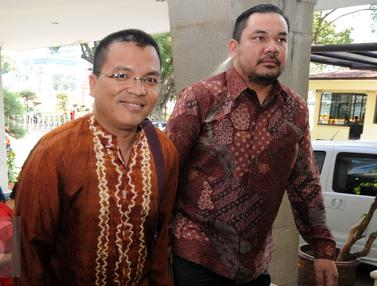 20151005-Sambangi Bareskrim, Denny Indrayana Ajukan Nama Saksi-Jakarta