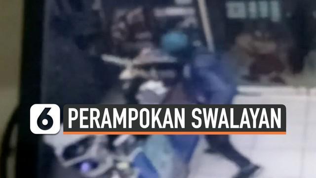 Aksi perampokan swalayan terekam CCTV di Jalan Raden Fatah, Ciledug, Tangerang, Minggu (10/11/2019) malam.
