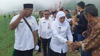 Gubernur Jawa Timur Khofifah Indar Parawansa kunjungan kerja ke Desa Genilangit, Kecamatan Poncol, Kabupaten Magetan, Rabu (11/3/2020). (Foto: Liputan6.com/Dian Kurniawan)