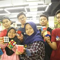 Bukan sekadar mainan, bagi Komunitas Rubik Depok, rubik adalah teman. (Sumber foto: Bambang E. Ros/FIMELA.com)