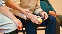 Ilustrasi Caregiver Lansia Foto oleh Matthias Zomer dari Pexels
