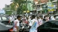 Seorang siswi mengancam polisi dengan menyebut nama seorang Jenderal Polisi. Selain itu, Pemprov DKI berencana menggusur warga Luar Batang.