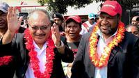 Perdana Menteri terpilih, James Marape bersama Peter O'Neill (AFP)