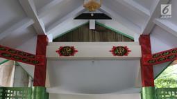 Suasana ruangan Musala Babah Alun AGP di Jalan Pasir Putih, Pademangan, Jakarta, Rabu (6/2). Musala Babah Alun AGP mengikuti jejak Masjid Babah Alun yang berdiri lebih dulu di kolong Tol Wiyoto Wiyono di kawasan Papanggo. (Liputan6.com/Helmi Fithriansyah)