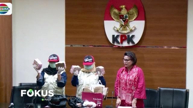 Diduga Irvan dan para tersangka lainnya menerima 14,5 persen dari total Rp 46,8 miliar DAK pendidikan Kabupaten Cianjur.