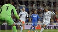 Aksi striker Real Madrid, Cristiano Ronaldo, saat mengalahkan Getafe dalam laga lanjutan La Liga 2017-2018 di Santiago Bernabeu, Sabtu (3/3/2018).  (AP Photo/Francisco Seco)
