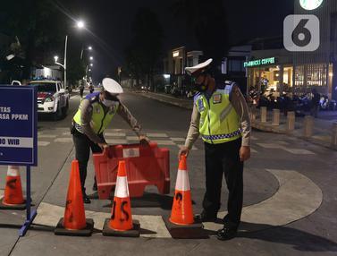 FOTO: Memantau Penutupan Jalan di 10 Titik Ibu Kota