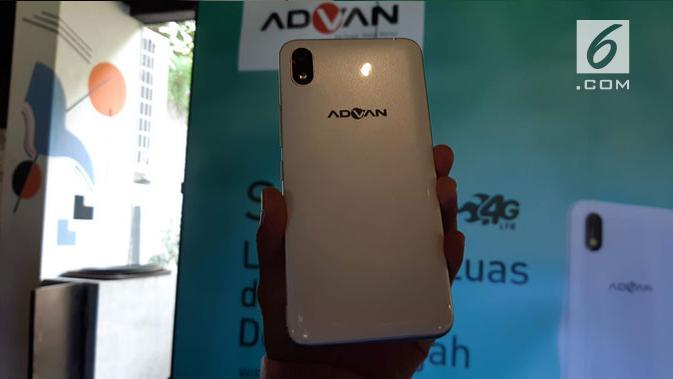 Penampakan bagian belakang smartphone Advan S6 Plus. (Liputan6.com/ Agustin Setyo Wardani)