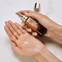 Estée Lauder New Advance Night Repair Intense Concentrate yang dapat memaksimalkan vitalitas kulit di malam hari.