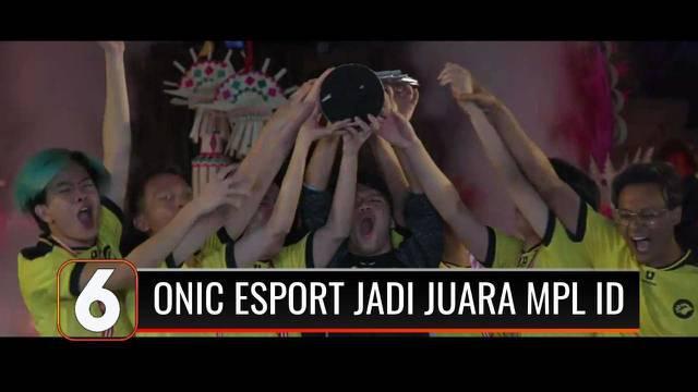 Hanya butuh waktu 10 menit, Tim Onic Esports dalam menghancurkan benteng RRQ Hoshi dalam MPL Indonesia. Selain berhak atas tiket ke kejuaraan Mobile Legend di Singapura, Onic Esports juga berhasil raih hadiah Rp 4,5 miliar.