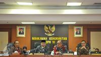 Ketua MKD DPR RI Surahmah Hidayat (kedua kiri) saat memimpin pelantikan pimpinan baru MKD dari F-Golkar, Kahar Muzakir yang menggantikan Herdi Soesilo, di Kompleks Parlemen Senayan, Jakarta, Senin (30/11). (Liputan6.com/Johan Tallo)