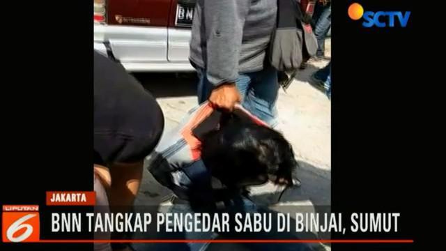 Penangkapan ini dilakukan setelah petugas BNN menerima informasi adanya transaksi narkoba yang diselundupkan dari Malaysia ke Aceh dan akan dibawa ke Medan.