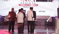 Capres dan Cawapres nomor urut 01 dan 02 Joko Widodo-Ma'ruf Amin, Prabowo Subianto-Sandiaga Uno bersalaman saat Debat Perdana Capres 2019 di Gedung Bidakara, Pancoran, Jakarta Selatan, Kamis (17/1). (Liputan6.com/Faizal Fanani)