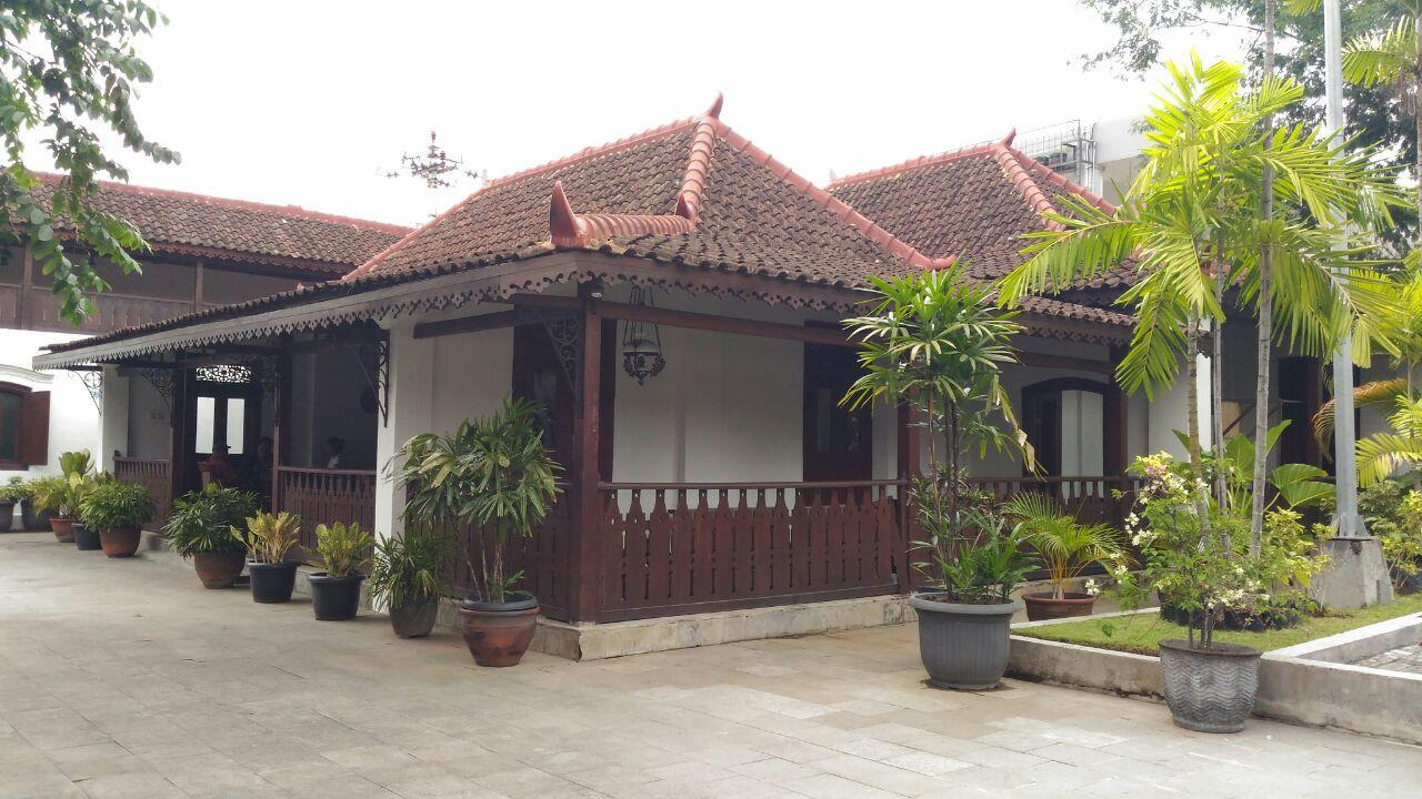 Rumah tenggelam milik seorang mister Keraton Surakarta itu nyaris rata dengan tanah saat proyek perluasan lahan parkir berlangsung. (Liputan6.com/Dinny Mutiah)