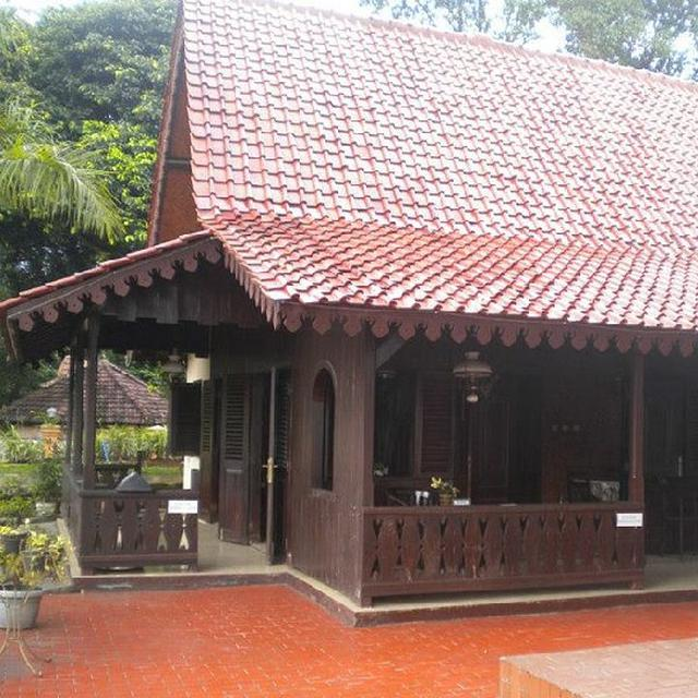 Model Teras Rumah Joglo Sederhana  bedah rumah kebaya adat betawi properti liputan6 com