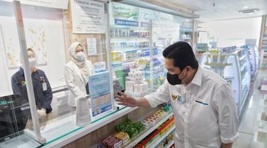 Menteri Erick Thohir saat mengecek ketersediaan ivermectin di tiga Apotek Kimia Farma di Jakarta