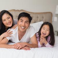 Lebih bahagia bersama keluarga./Copyright shutterstock.com/g/lightwavemedia