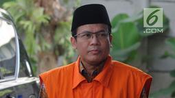 Wakil Ketua DPR Bidang Keuangan dari Fraksi PAN Taufik Kurniawan tiba di KPK, Jakarta, Jumat (1/2). Taufik diperiksa untuk melengkapi berkas kasus dugaan menerima suap Rp 3,6 miliar pengurusan DAK Kabupaten Kebumem TA 2016. (Merdeka.com/Dwi Narwoko)