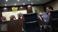 Gubernur DKI, Basuki Tjahaja Purnama memberikan kesaksian dalam sidang terdakwa mantan anggota DPRD DKI, Mohamad Sanusi di Pengadilan Tipikor, Senin (4/9). Ahok menjadi saksi atas kasus dugaan suap raperda tentang reklamasi. (Liputan6.com/Faizal Fanani)