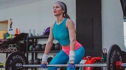Dalam unggahan di akun Instagramnya, Pevita kerap kali memposting foto saat dirinya melakukan fitnes. Mulai dari angkat besi hingga kegiatan fitnes lainnya. Pevita dinilai sukses membentuk tubuh yang semakin atletis dan berotot. (Liputan6.com/IG/@pevpearce)
