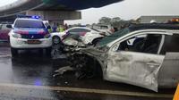 Empat mobil terlibat kecelakaan beruntun di Tol Jakarta-BSD KM9+500, Pondok Aren, Kota Tangerang Selatan, Jumat (12/4/2019)