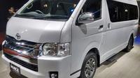 Ukuran yang luas dan fasilitas yang nyaman membuat banyak orang memilih Toyota Hiace untuk perjalanan jauh. (foto: dok. Toyota)