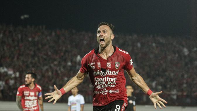 Selebrasi striker Bali United, Ilija Spasojevic, ke gawang Arema di Stadion I Wayan Dipta, Gianyar (24/8/2019). (Bola.com/Iwan Setiawan)